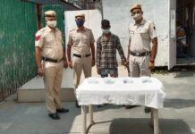 Delhi Police arrested Snatcher, recovered three mobiles, a bike and a knife
