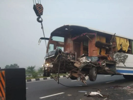 Heavy truck collision with bus on expressway in Kannauj, driver and helper killed passenger injured