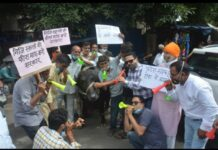 Haldwani: Municipal councilors perform bean in front of buffalo