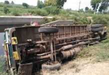 Uncontrolled truck falls into drain, driver dies