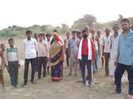 Aligarh: People will teach a lesson to the village head in the upcoming elections!