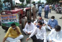 Congress MLA was going to the assembly from the tractor, sat on a dharna at the stop of the police